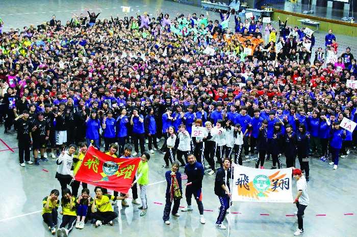 体育祭の様子!東京校と大宮校を合わせると学生数は900名以上!数多くの卒業生を毎年、輩出し活躍していることが全国から動物関連の求人票が届くポイント!心強い先輩たちが味方です(^^♪