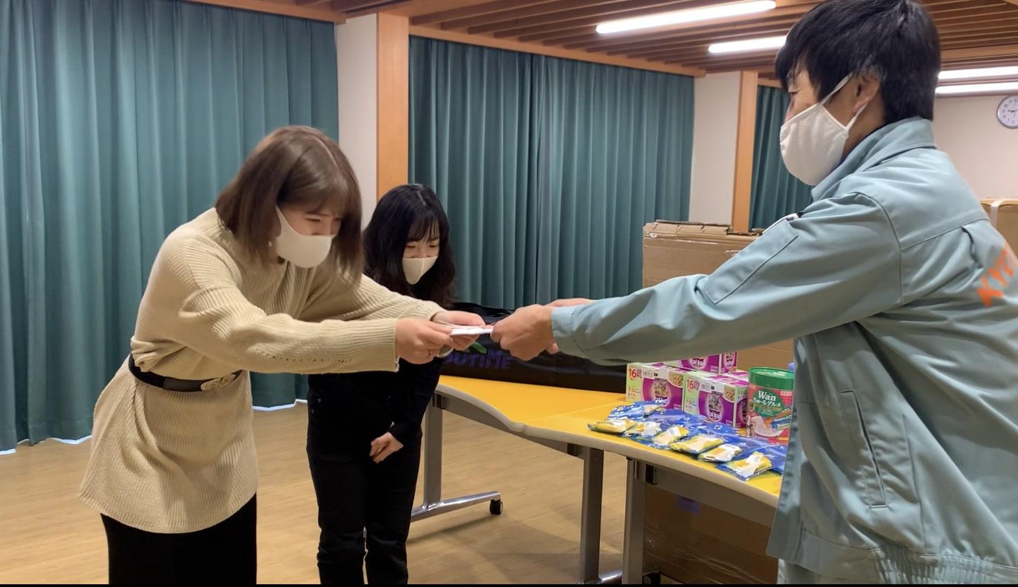 生徒が中心となって毎年実施している、寄付活動。手作りペットグッズをイベントで販売して、その利益で愛護センターなどが希望する品物を購入します。今年も京都動物愛護センターへ寄贈してきました。